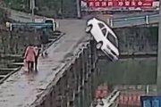 Zdał egzamin na prawko i wjechał do rzeki. Nagranie