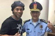Co słychać u Ronaldinho? Siedzi w areszcie,