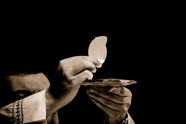 eucharist-1591663_640.jpg