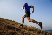 Przebiegł maraton mimo kwarantanny. Przekazał lekarzom 100 tys. złotych