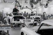 Samochód Bonda z 1964 roku. Aston Martin wznowił produkcję