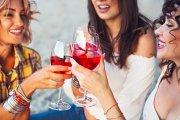 Kobiety mają większą przyjemność z picia alkoholu. Ale i problemy