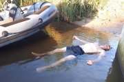 Skok na główkę do 15 cm wody.