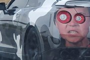 Właściciele Nissana GT-R jej nienawidzą. Ozdabiają jej twarzą fury