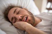Oddychasz przez usta w czasie snu? To może zrujnować zdrowie