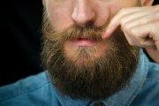 Jak ujarzmić zarost bez pomocy barbera?