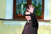 Groził bronią kobietom i policjantom. Został przeniesiony do innej parafii