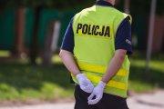 Oskarżeni o zaatakowanie mężczyzny policjanci twierdzą, że sam się pobił