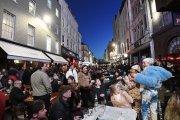 8 mln kufli piwa i tłumy na ulicach. Anglia pokazała świat bez lockdownu