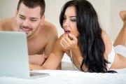 Polacy coraz mniej wierzą informacjom w sieci, za to coraz częściej oglądająporno